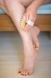 Massage de patte photo stock