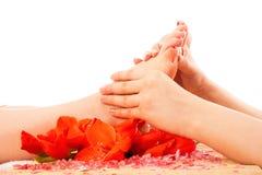 Massage de pied à la station thermale images libres de droits