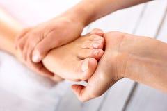 Massage de pied photos stock
