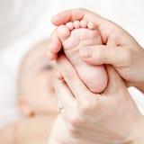 Massage de pied images libres de droits