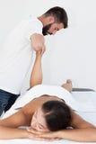 Massage de pied de réflexothérapie image libre de droits