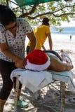 Massage de plage de vacances photos libres de droits