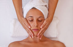 Massage de visage Images libres de droits