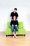 Massage der schwangeren Frau Stockbilder