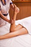 Massage des jambes Photo libre de droits