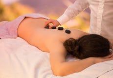 Massage en pierre de zen photo libre de droits