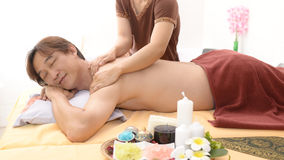 Massage et station thermale : Massage thaïlandais images stock