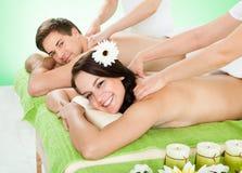Massage för parhäleriskuldra på brunnsorten Arkivfoto