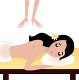 Massage för Spa kvinnahäleri på tabellen Royaltyfri Fotografi