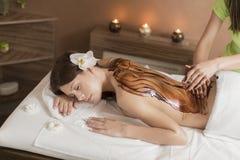 Massage för varm choklad royaltyfria bilder