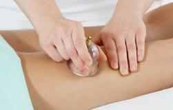 Massage für Füße lizenzfreie stockbilder
