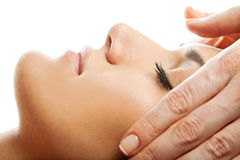 Massage facial d'isolement