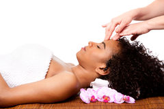 Massage facial dans la station thermale de beauté Photographie stock