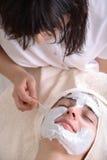 Massage facial de demande de règlement de beauté Photo libre de droits