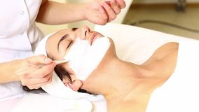 Massage facial de masque