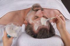 Massage facial de station thermale Photographie stock libre de droits