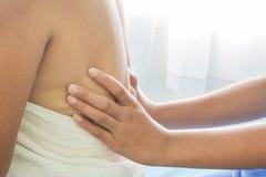 Massage i åldringen arkivbild
