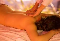 Massage im Garten stockfotografie