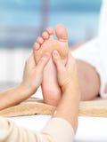 Massage op de voet Stock Fotografie