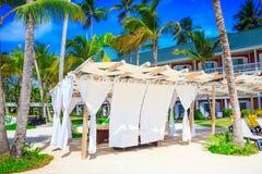 Massage på stranden i Punta Cana royaltyfri foto