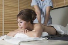 Massage-Reihe: Ölmassage stockbild