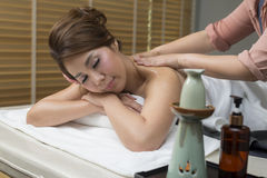 Massage-Reihe: Ölmassage stockbilder