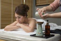 Massage-Reihe: Ölmassage stockfotografie