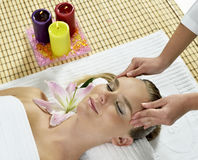 Massage am Tagesbadekurort Stockfoto