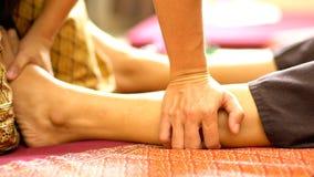 Massage thaï de pied photo libre de droits