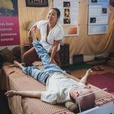Massage thaïlandais au festival de l'Orient à Milan, Italie image libre de droits
