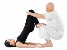 Massage in Thaise positie Royalty-vrije Stock Afbeeldingen