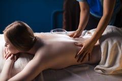Massage und Körperpflege Badekurortkörper-Massagebehandlung stockfotografie