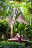 Massage utomhus arkivbild