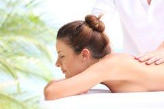 Massage vid stranden Fotografering för Bildbyråer