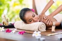 Massage von shuolder Stockbild