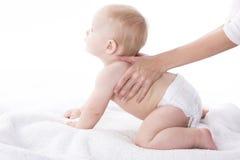 Massage voor baby Stock Foto's