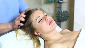 Massage zwangere vrouw stock videobeelden