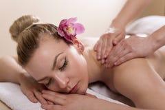 Massagebehandling royaltyfri bild