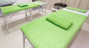 Massagebehandlingrum i sund brunnsortsalong för skönhet Royaltyfria Foton