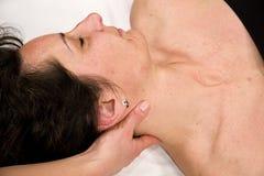 Massagem da garganta imagens de stock