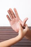 Massagem da mão fotografia de stock royalty free