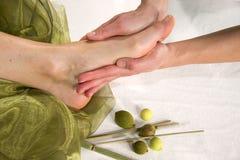 Massagem da sola do pé Foto de Stock Royalty Free