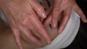 Massagem de cara video estoque