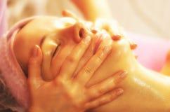 Massagem de face foto de stock royalty free