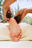 Massagem de pedra quente fotografia de stock royalty free
