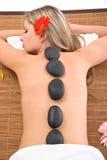 Massagem de pedra vulcânica Imagem de Stock