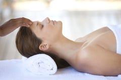 Massagem de relaxamento Fotografia de Stock