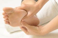 Massagem do pé do Reflexology Foto de Stock Royalty Free