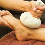 Massagem do pé do Reflexology Fotos de Stock Royalty Free