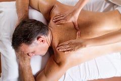 Massagem envelhecida média do homem Fotografia de Stock